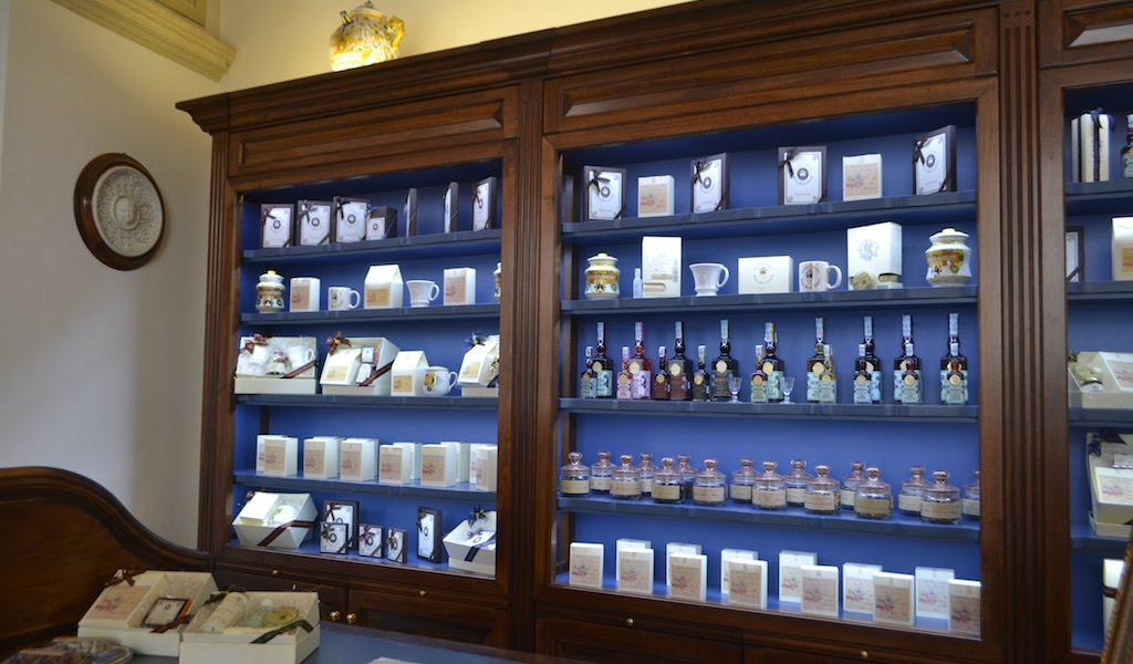 Photo-Profumo-Farmaceutica-Santa-Maria-Novella-Florence