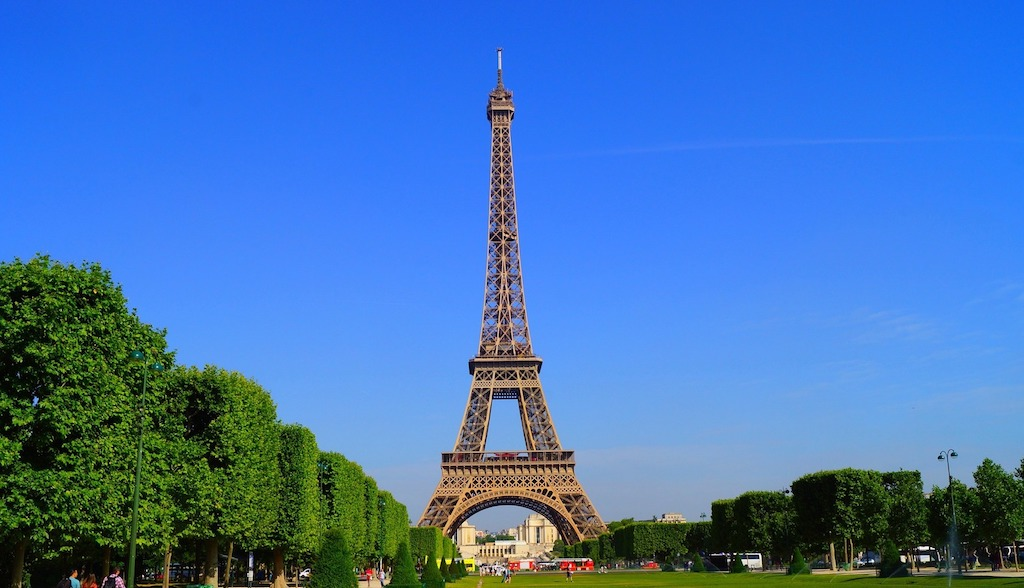 Photo-Eiffel-Tower-Paris