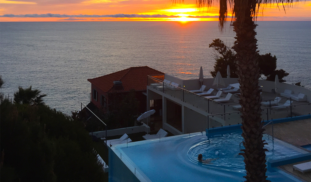 Madeira-pool-sunset-photo