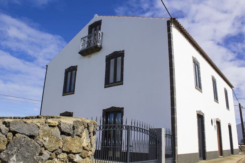 Casa-Lagar-de-Pedra-Grociosa-Island-Villa-Azores