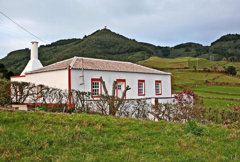 Casa-de-Almagreira-Santa-Maria-Island-Azores-Villas